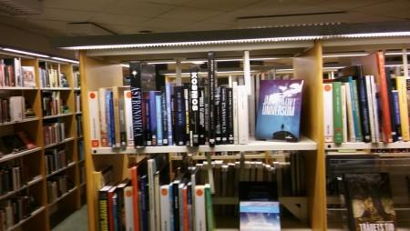2016-02-24 (5) Svedala bibliotek avdelning Rymden + Peter Lindes bok