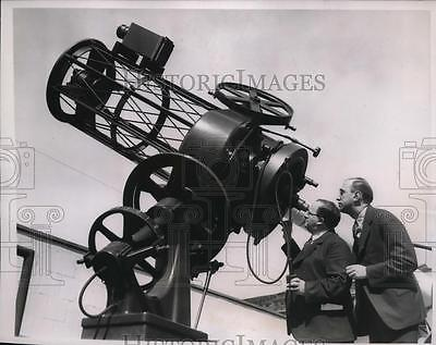 1938-press-photo-dr-knut-lundmark-and-professor-james-stokley-examining-23997bebca4a81271b7f90f9ece589b7
