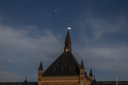 6. Månen över Huvudbangården